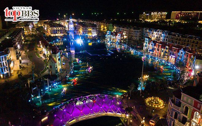 Show diễn thực cảnh làm nổi bật cả vùng trời sông Venice với ánh đèn