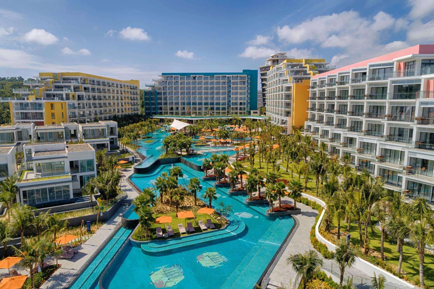 Phú Quốc với nhiều dự án quy mô hàng tỷ đô la và hầu hết các thương hiệu quản lý du lịch khách sạn hàng đầu đều ghi dấu ấn tại Phú Quốc như JW Marriott, Rosewood, Intercontinental, Pullman, Accor,...